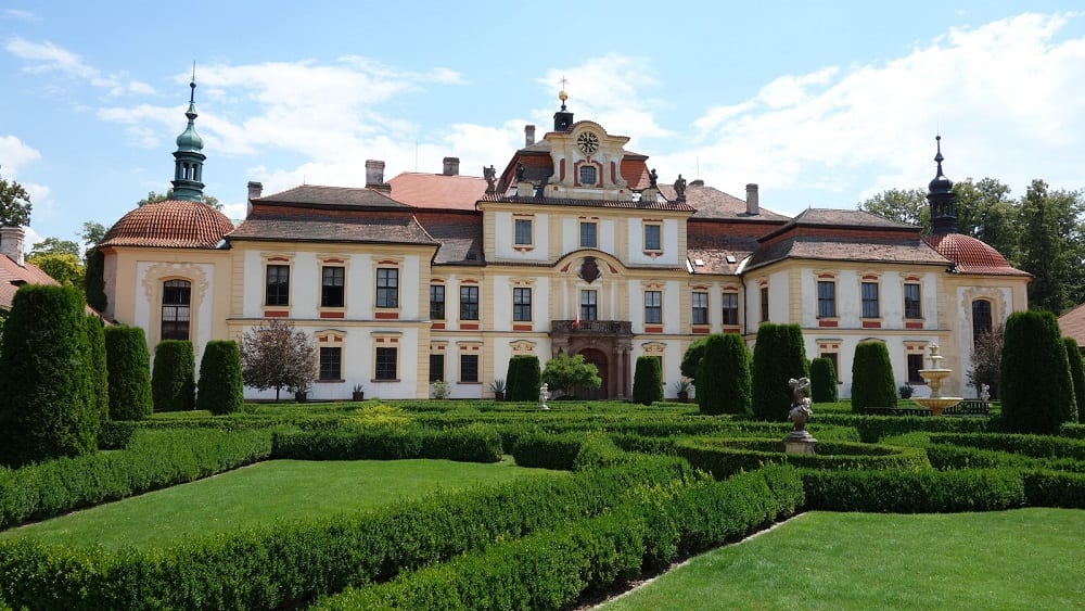 Chateau-Jemniste-main