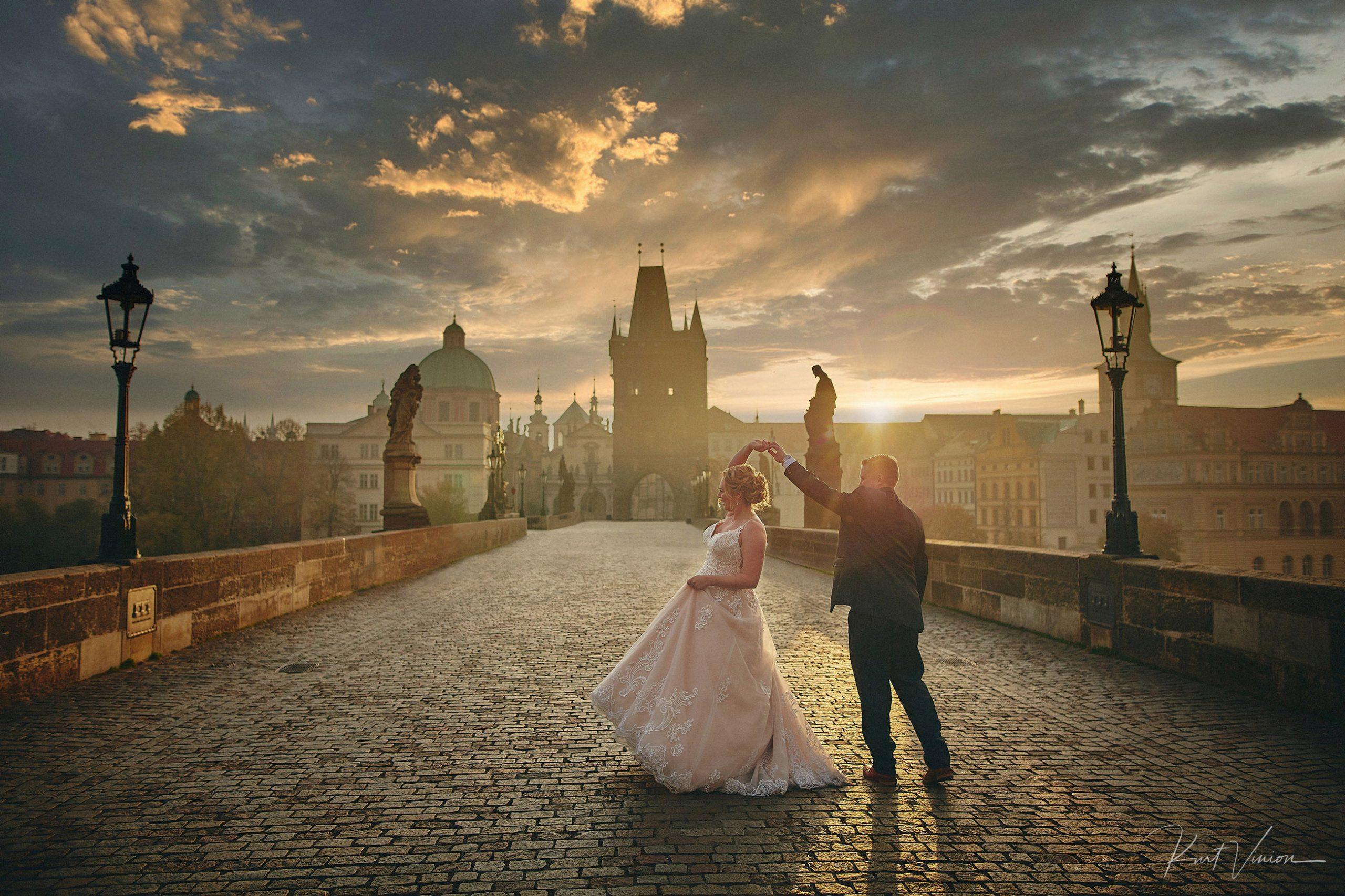 Laura-John-Sunrise-Wedding-Day-Charles-Bridge