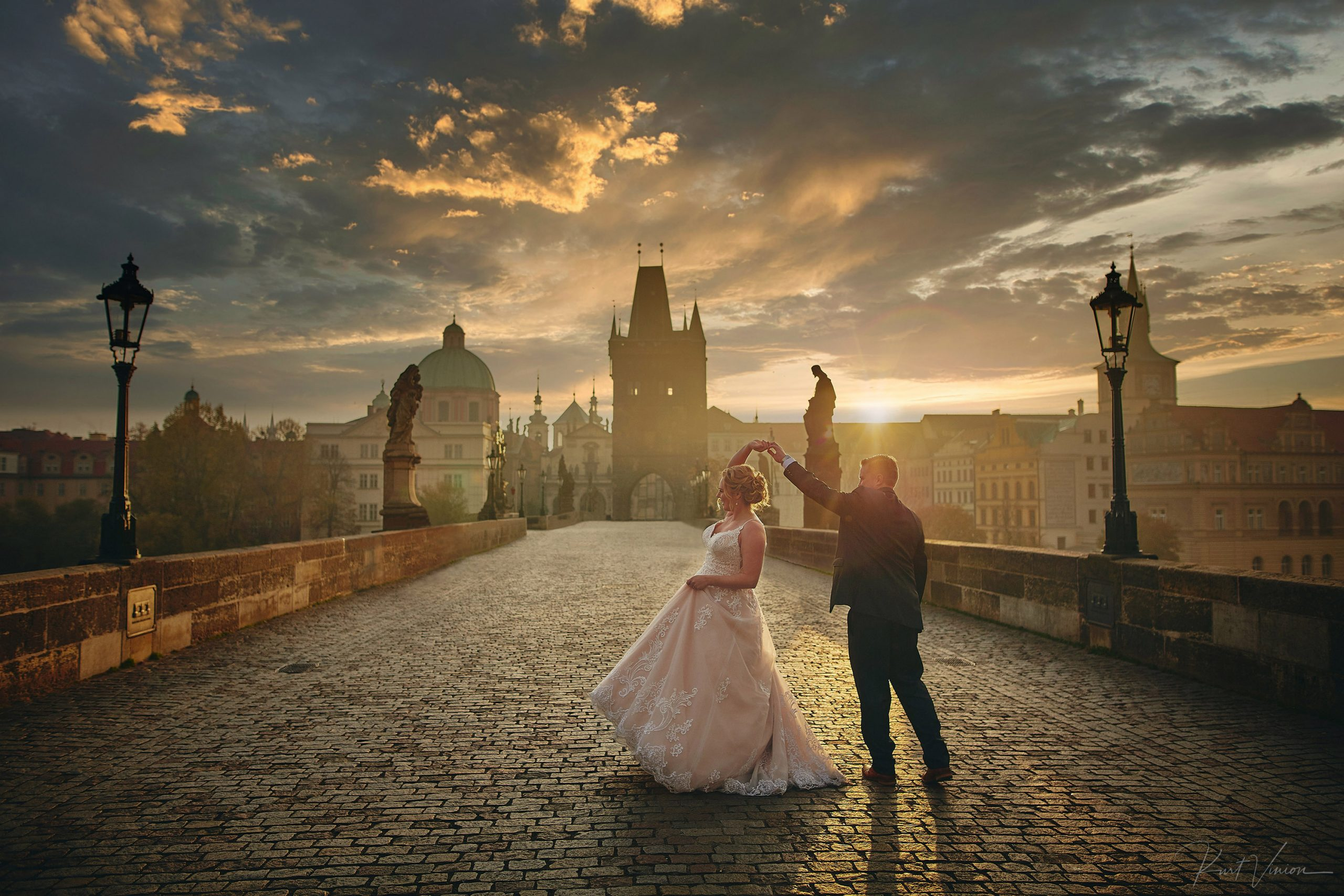 wedded-couple-dancing-at-sunrise-Charles-Bridge